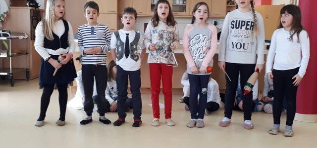 Skozi glasbo in ples so učenci OŠ Janka Ribiča Cezanjevci popestrili dan varovancem v BE Lukavci
